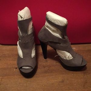 7 for all mankind strappy heels New in Box